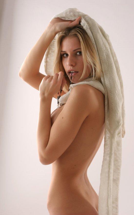 Харизматическая Iveta впервые в эротике (15 фото)