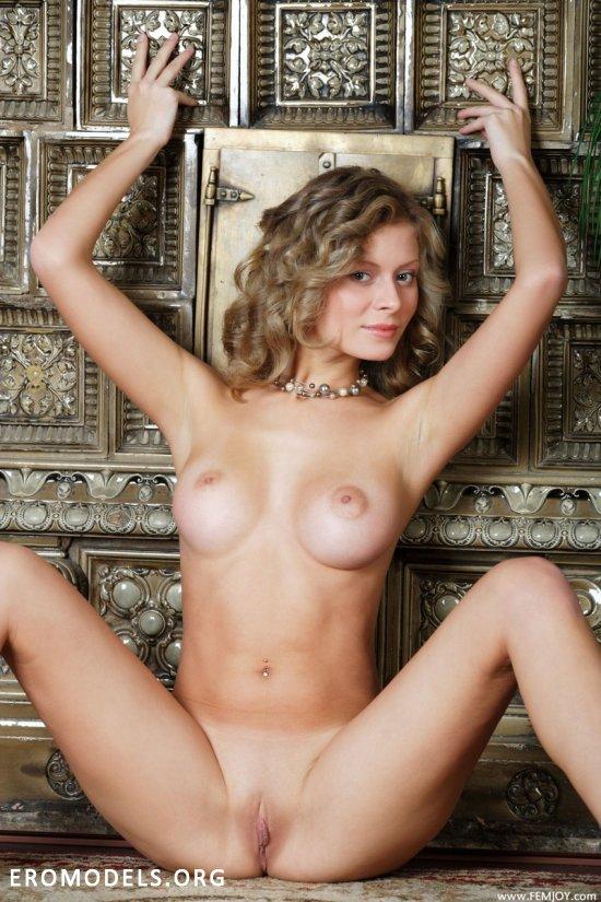 голые девушки близко фото