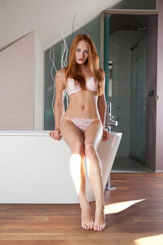 Волна интима Denisa Heaven перед купанием в ванной (16 фото)