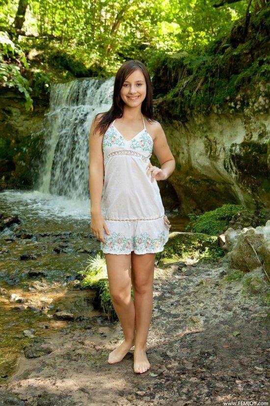 Rosalin уединилась с красивой природой (15 фото)
