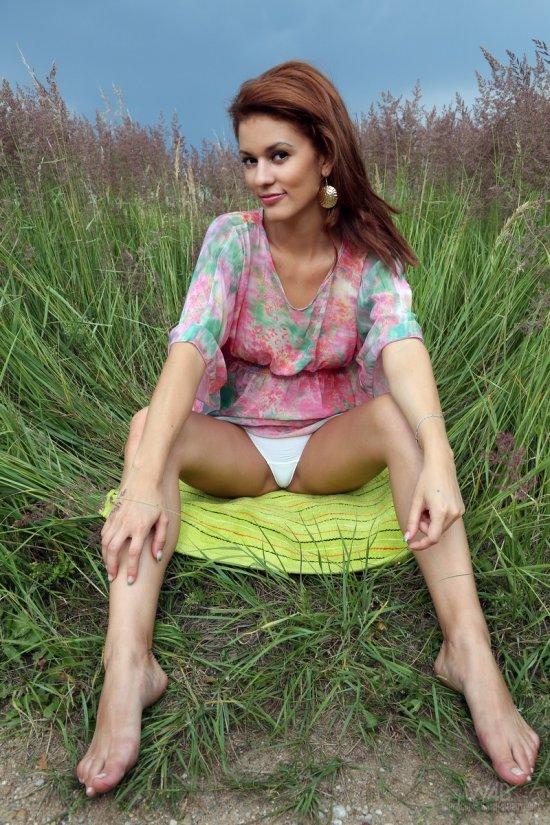 Bekka поразила всех своей красотой на поляне (15 фото)