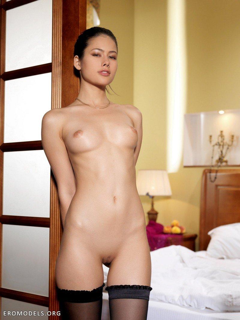 эротическая модель фото
