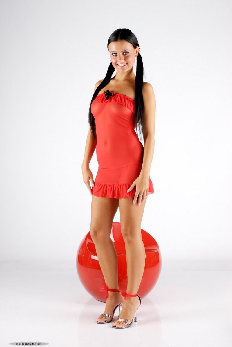 Смотреть эротический фото девушка в красном платье фото 784-465