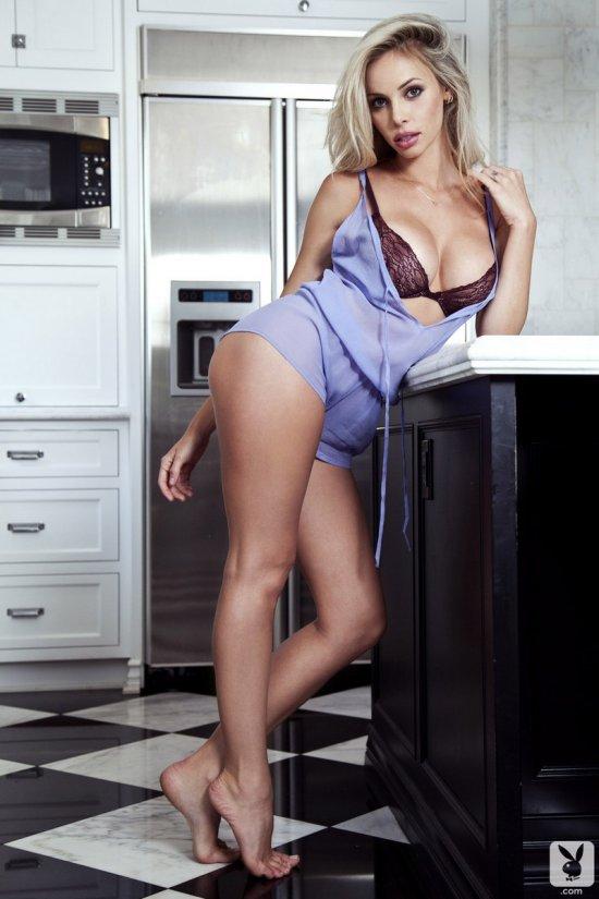 Вспыхнувшие страсти блондинки Devin Justine (16 фото)