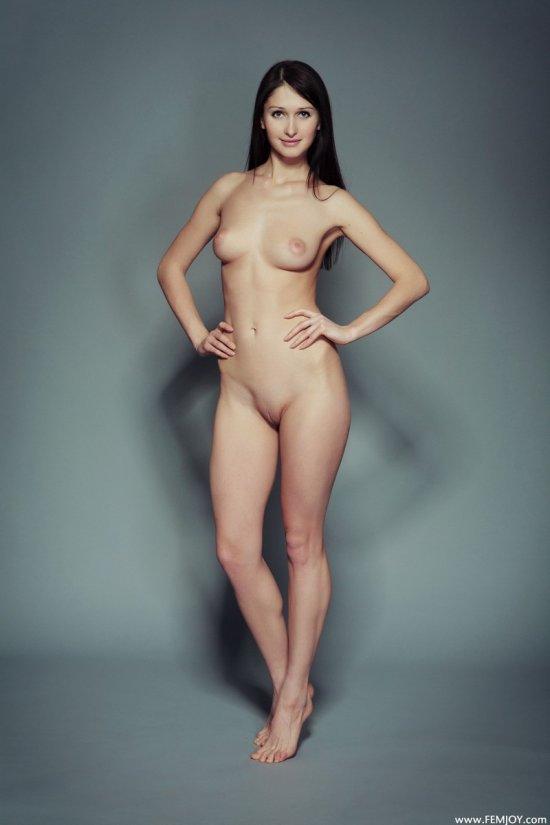Голая Renata стала гостьей в фотостудии (22 фото)