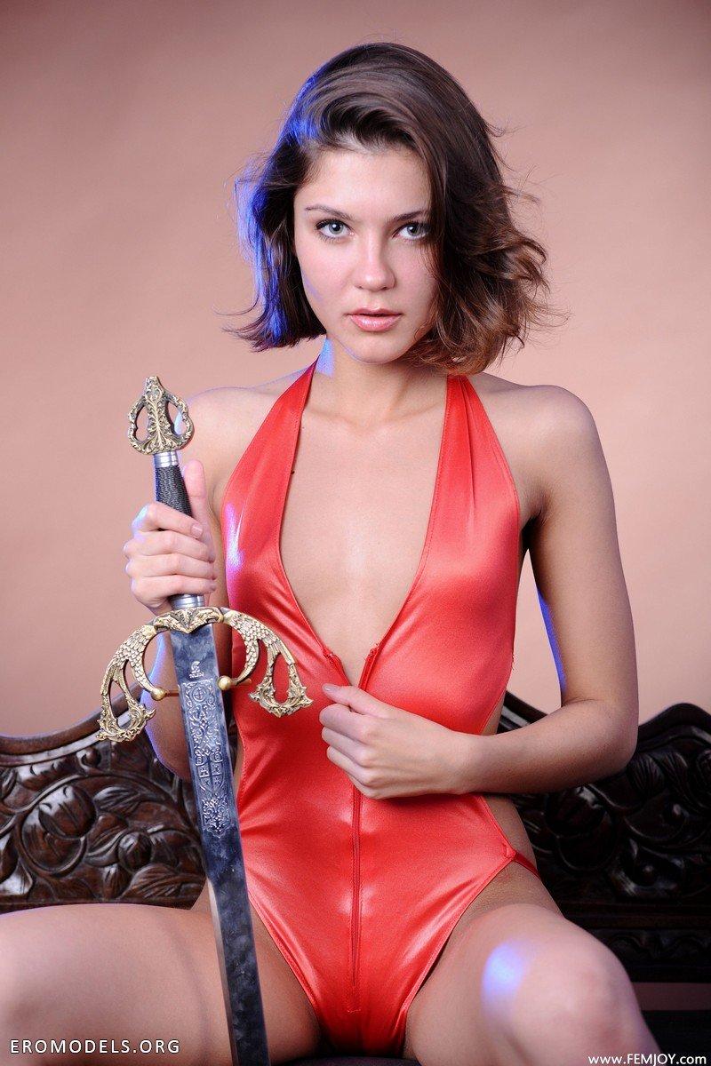 Календари эротика фото с мечом