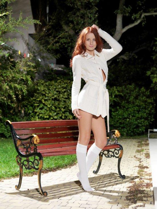 Ухоженная модель Ivana в белых гольфиках (20 фото)