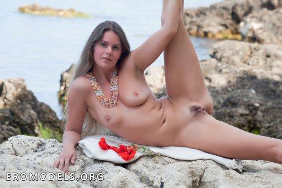Riana с воспоминаниями отдохнула на скалах Крымского полуострова (18 фото)
