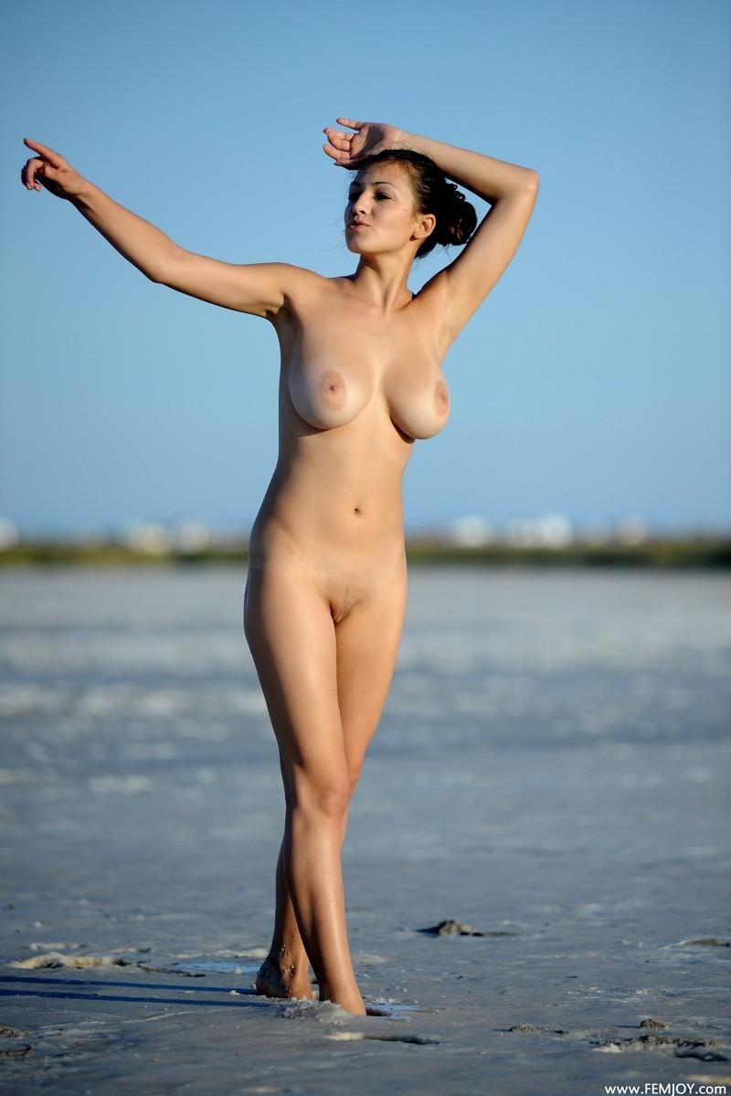 Фото девушки в голом виде 28 фотография