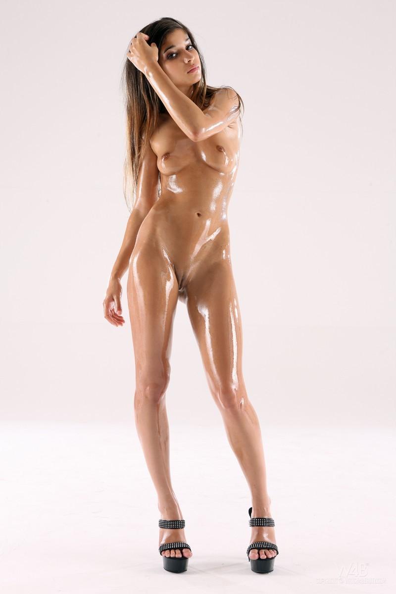 Русское порно обмазанные маслом 21 фотография