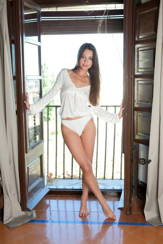 Начавшийся с эротики солнечный день Lorena (20 фото)