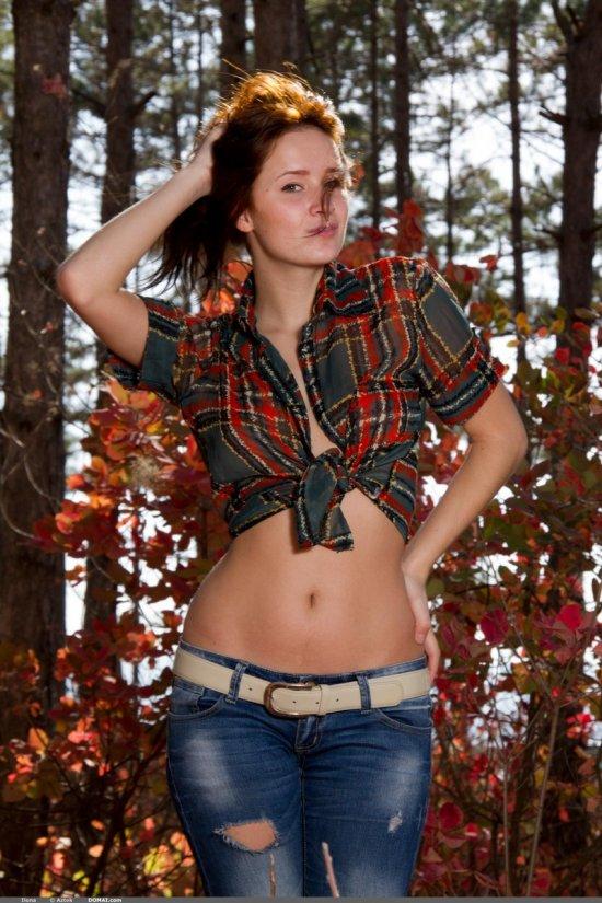Погрузившаяся в эротику на лесных просторах Ilona (20 фото)