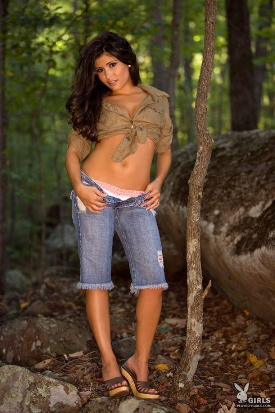 Фотосессия в загородном лесу с брюнеткой Dana Dicillo (15 фото)