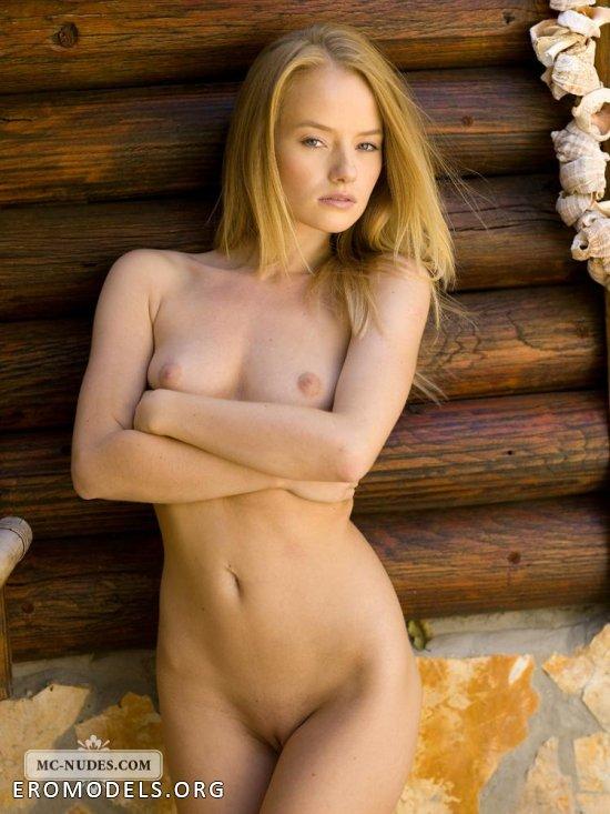Мягкая натура Velvet в эротических соблазнах (24 фото)