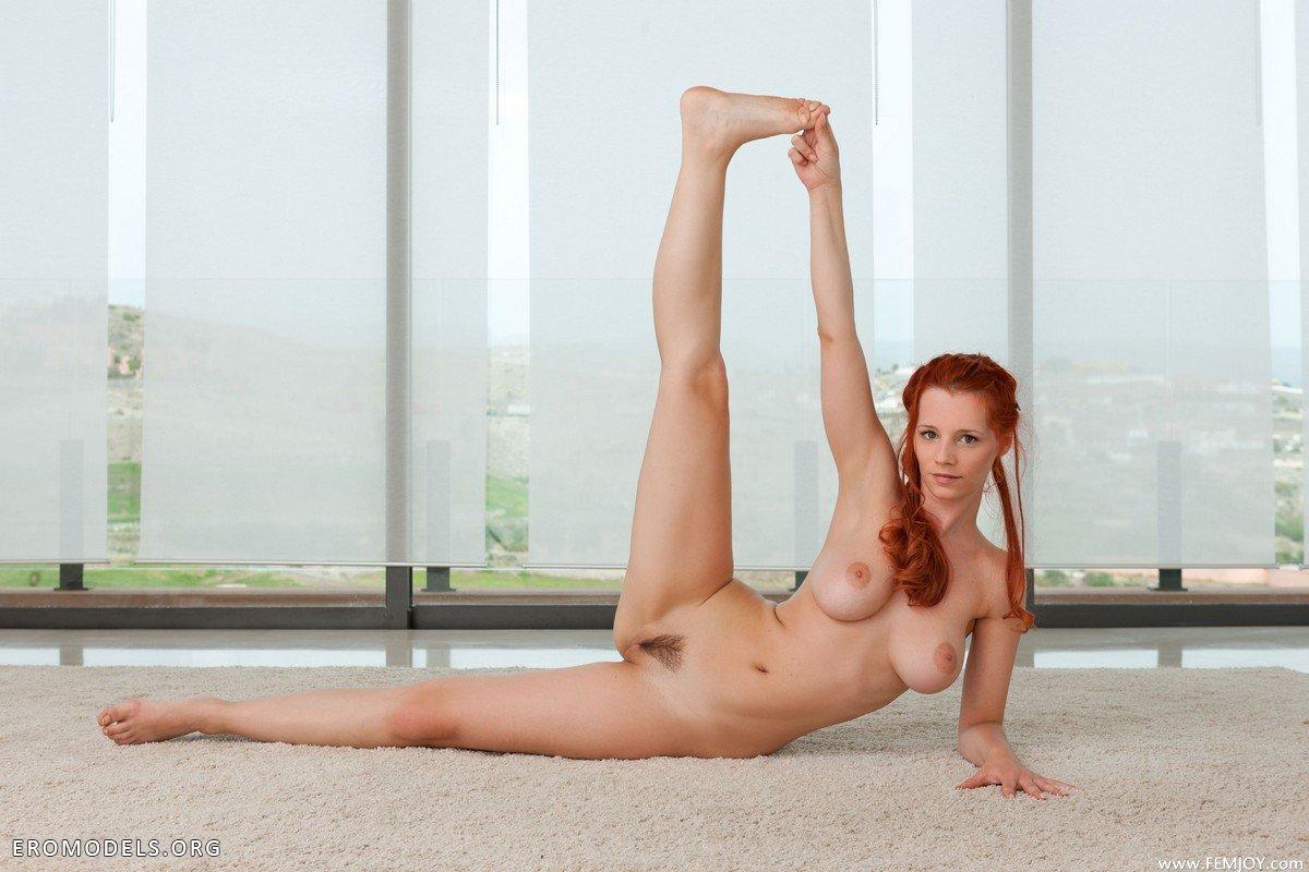 Сексуальная йога с little caprice