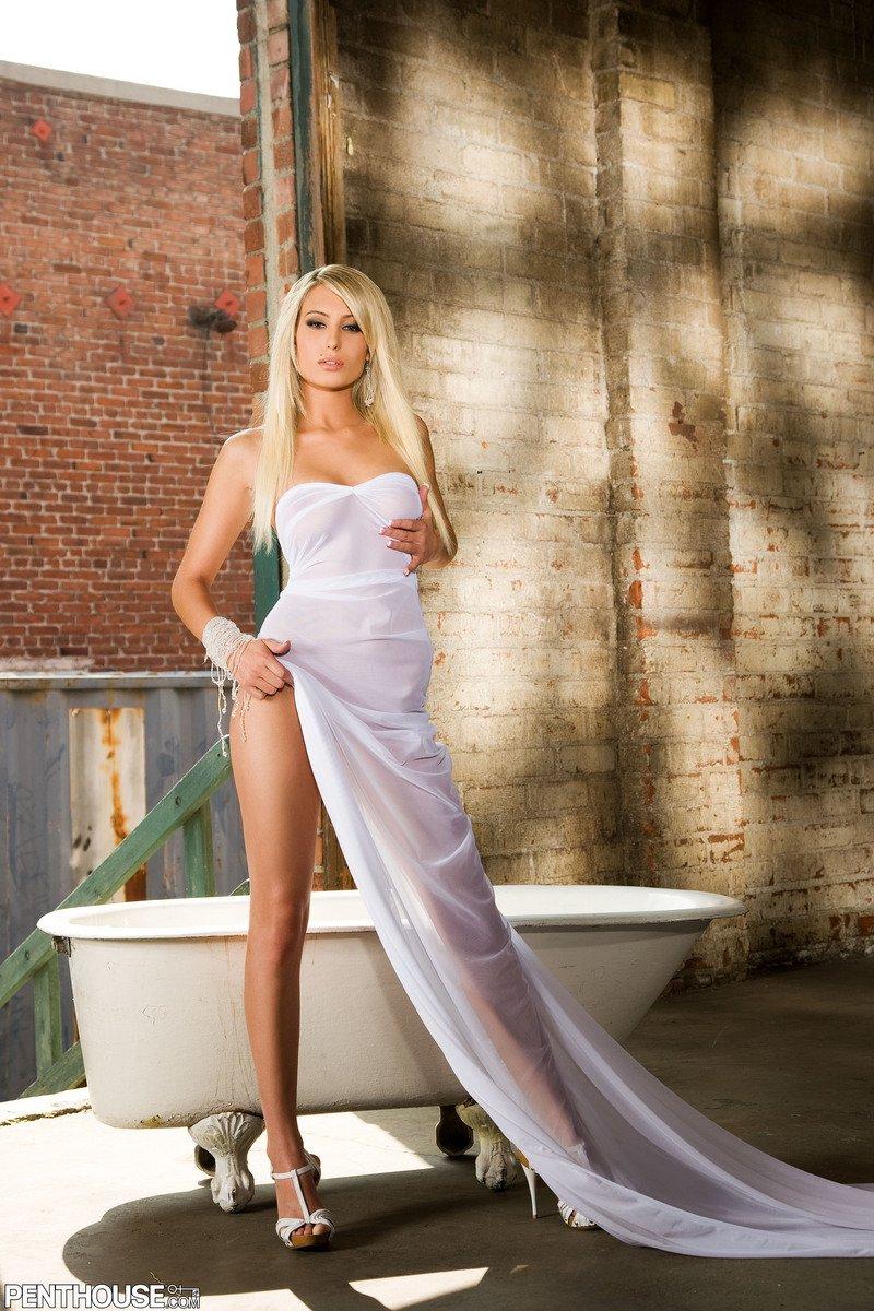 Вдлинном платье эротика фото 506-563