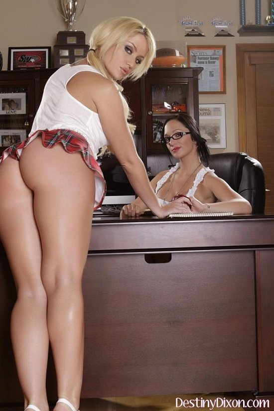 Лесбийские секретарши Destiny Dixon и Angela Summers (20 фото)