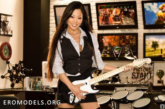 Драйвовая гитаристка Grace Kim с азиатского региона (18 фото)