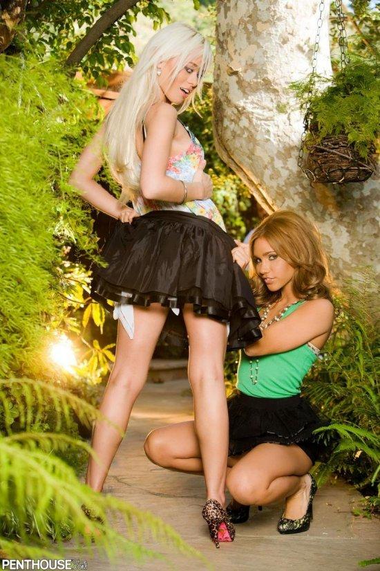 Встреча Rebecca Blue и Dakota Brooks в безлюдном месте (16 фото)