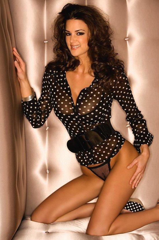 Tiffany Taylor в сексуальной кофточке с белыми точками (14 фото)