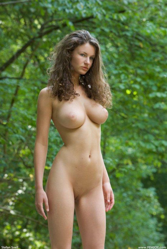 Наслаждающаяся прелестями эротики Susanna (20 фото)