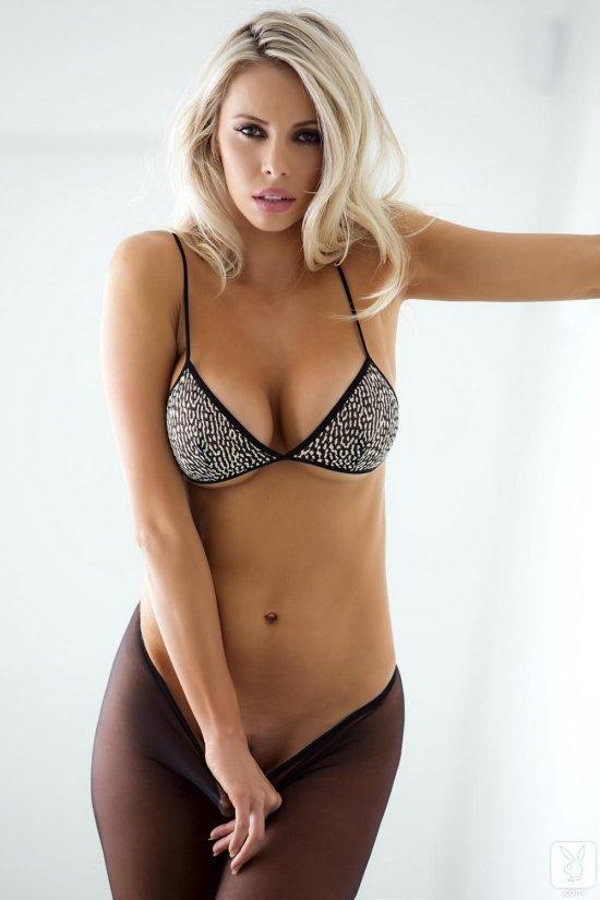 Фигуристая фото модель Devin Justine (20 фото)