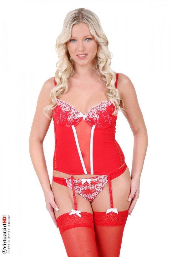 Мило выглядящая откровенность одетой в красное Blanca Brooke (14 фото)