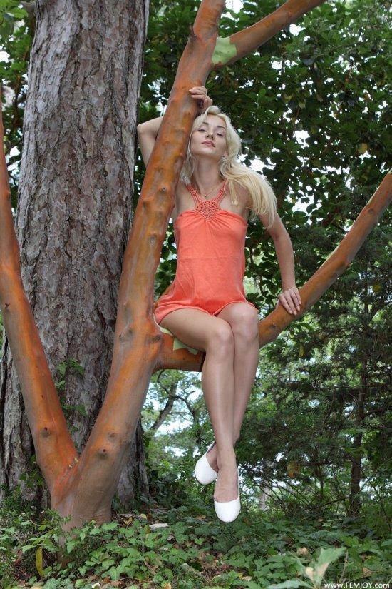 Эротика вокруг дикой природы с экстравагантной Natalia (18 фото)