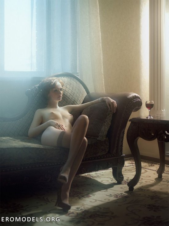 Лучшие эротические фото от Андрея Гнездилова (32 фото)