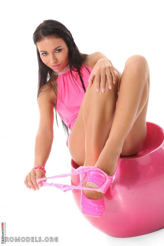 Любительница розовых тонов Bailey Ryder (16 фото)