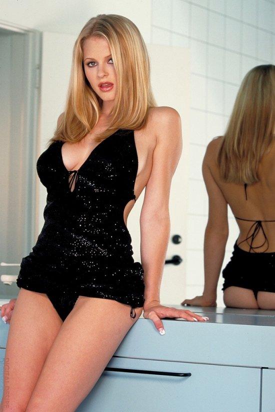 Chantelle Fontain в заполненной страстью с пола до потолка ванной (12 фото)