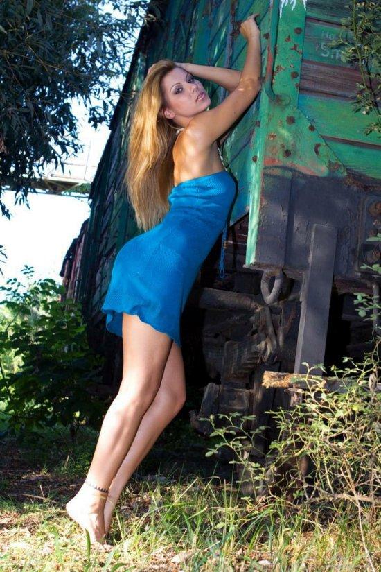 Блуждания Cindy Hope по вагоноремонтной базе (15 фото)