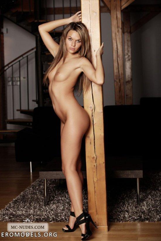 Frida Stark в ставшей неотьемлемой частью ее эротике (26 фото)