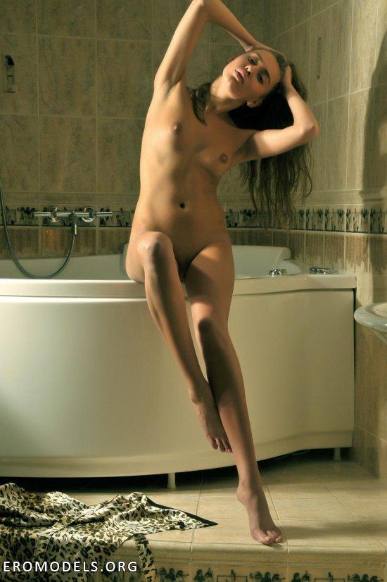 фото голая илога главинская