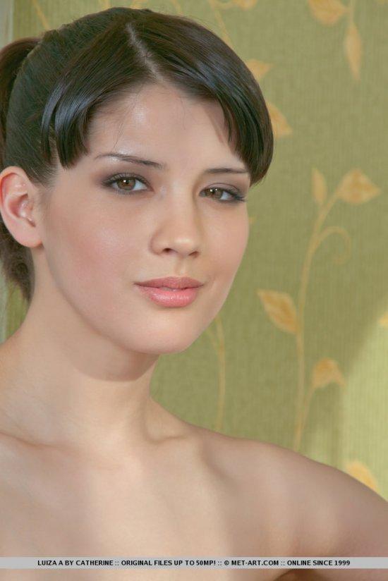 Отметившаяся в свежей эротике Luisa (14 фото)