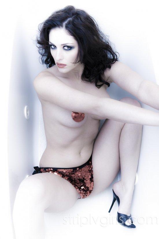 Мрачновато окрашенная визажистами Carlotta Champagne (16 фото)
