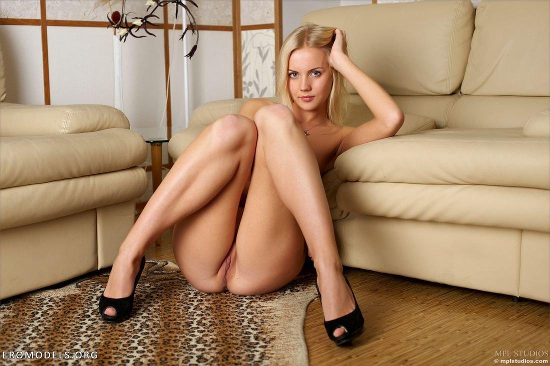 У блондинки между ног фото 29 фотография