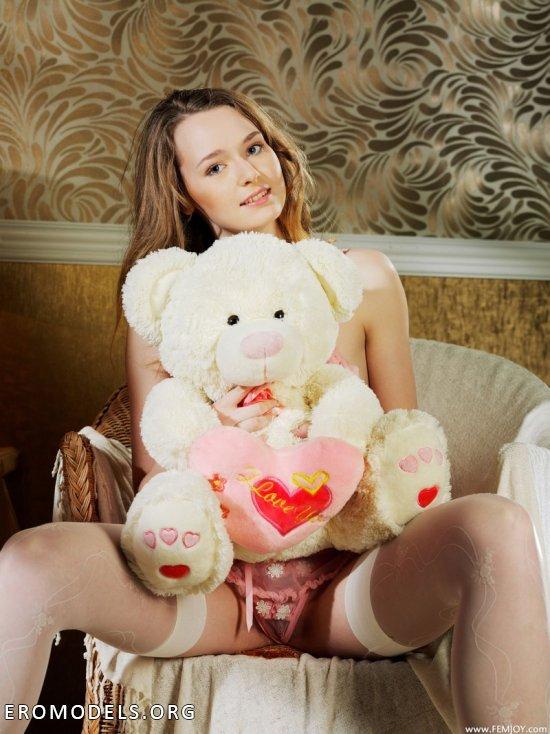 Нарушенная эротикой безмятежность Kristina (16 фото)