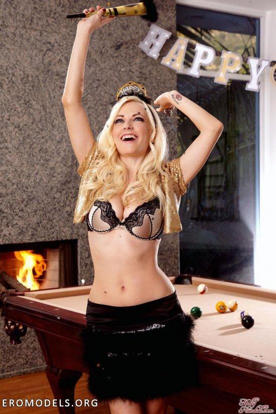 Удавшаяся новогодняя вечеринка Danielle Trixie (12 фото)