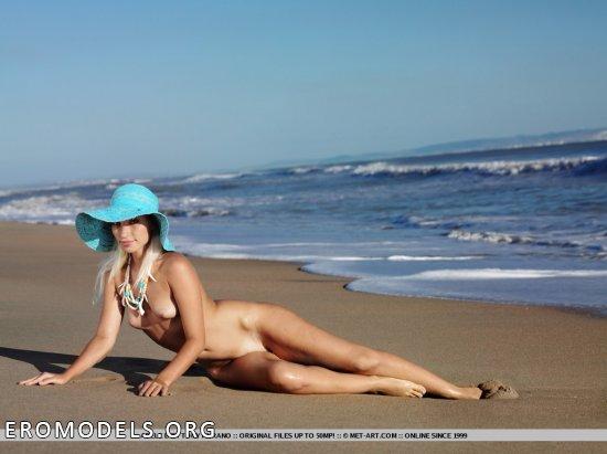 Встреченное на песчаном побережье утро Adel (12 фото)