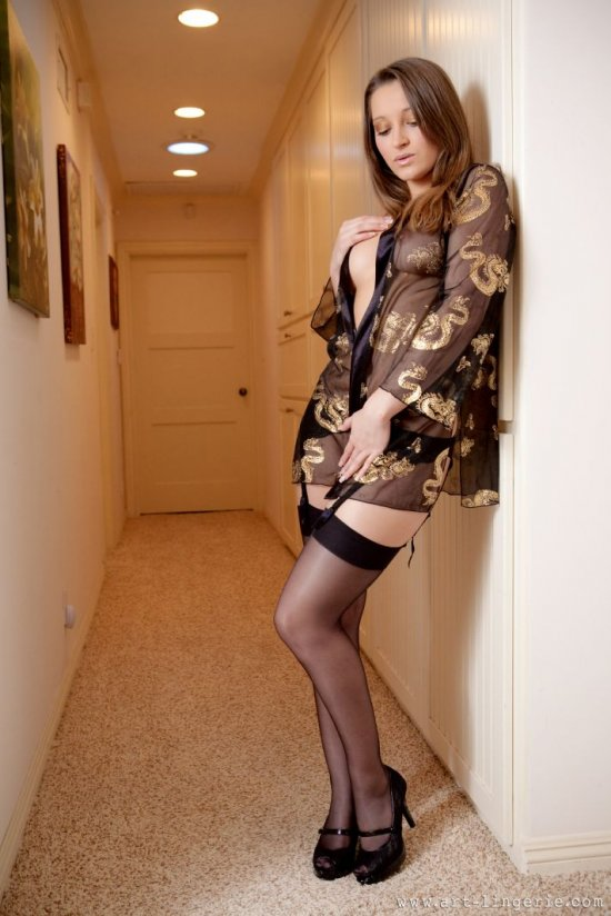 Выбравшая коридор для эротики Dani Daniels (18 фото)