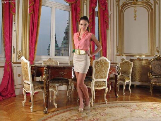 Foxy Di в оформленной под царский стиль комнате (40 фото)
