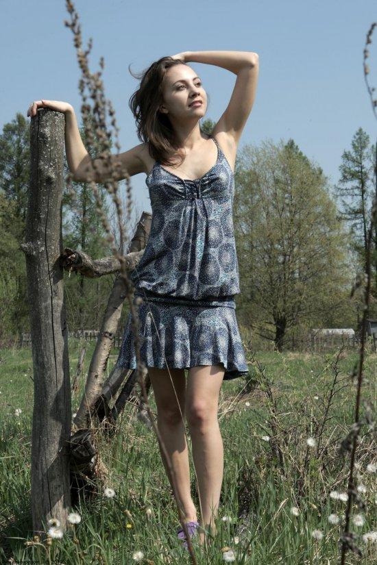 По максимуму открывшаяся для эротики в поле Lucia (25 фото)