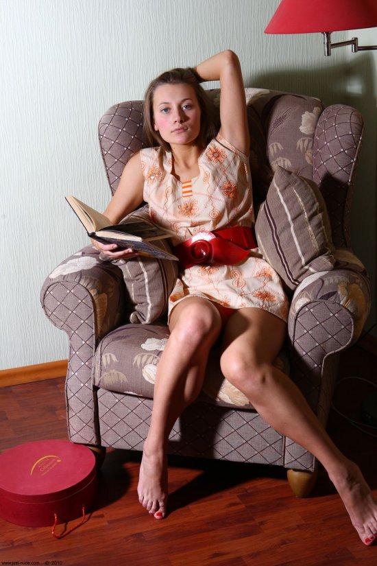 Отдохнувшая после скучных пар в университете Julia (34 фото)