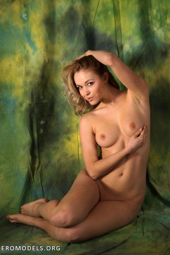 Вся полнота прекрасной эротики в хорошенькой Alisa (42 фото)