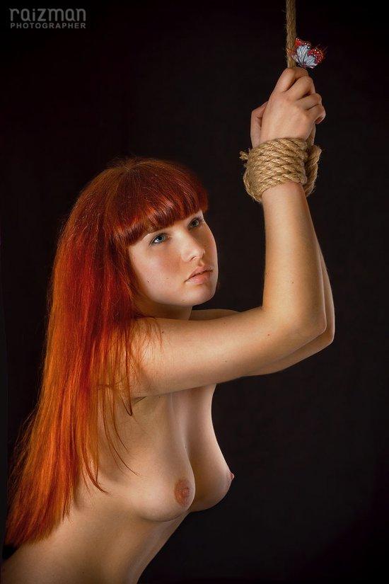 Разноплановое ню Дмитрия Райза от обычной эротики до BDSM (64 фото)