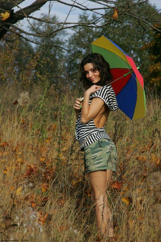 Прихватившая разноцветный зонт на прогулку Dasha (32 фото)