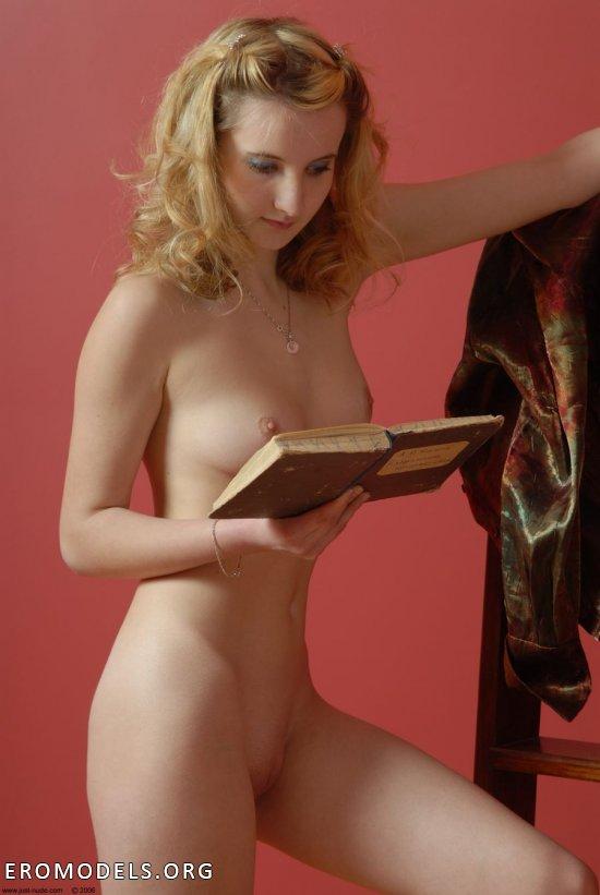 Возбудившаяся после прочтения книги Anya (36 фото)
