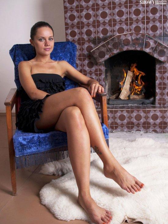Согревшая себя эротикой и теплом из печки Kira (32 фото)
