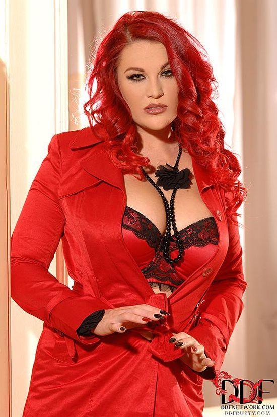 Выделяющаяся красной расцветкой волос Paige Delight (16 фото)